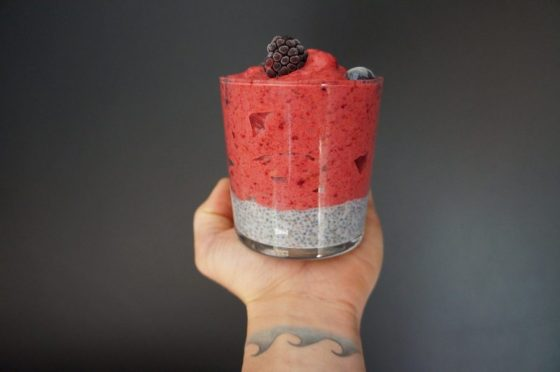Helado de frambuesas y pudding chía