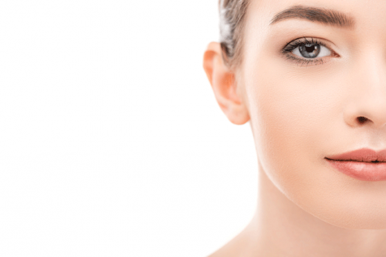 Chica con Piel Perfecta Crema Facial regeneradora de Propóleo