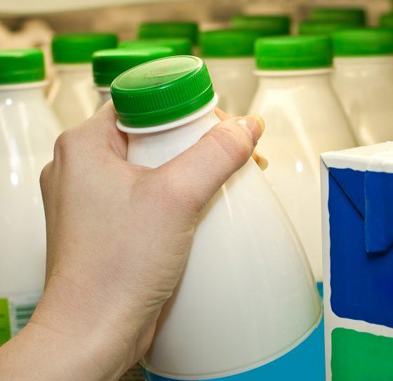 eligiendo leche