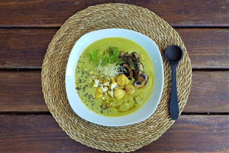 Deliciosa crema de brocoli, col, puerro y ceps
