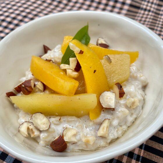 Receta saludable con Vanesa Bustos, arroz con leche de almendras y compota de frutas de otoño