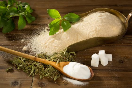 stevia para sustituir al azúcar, un edulcorante con más beneficios.
