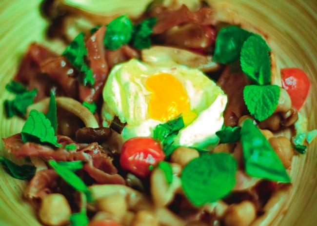 Saquito de huevo con setas y jamón para deleitar el paladar de tus acompañantes.