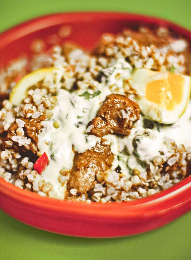 Receta nutritiva y saludable: Trigo sarraceno con ternera y salsa agria